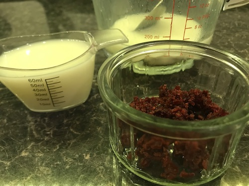Ingredients to make milky gummies for dogs - whey, kefir and cranberries